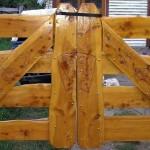 Tranquera en Ciprés con Tallados